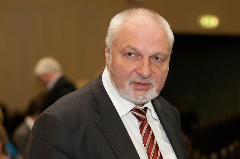 V.Mazuronis siūlo viešinti valstybės tarnautojų algas