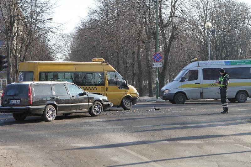 Klaipėdos centre avariją sukėlė maršrutinis autobusiukas