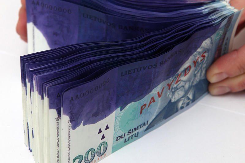"""""""Swedbank"""": apyvartoje gali pasirodyti dažais pažymėtų banknotų"""