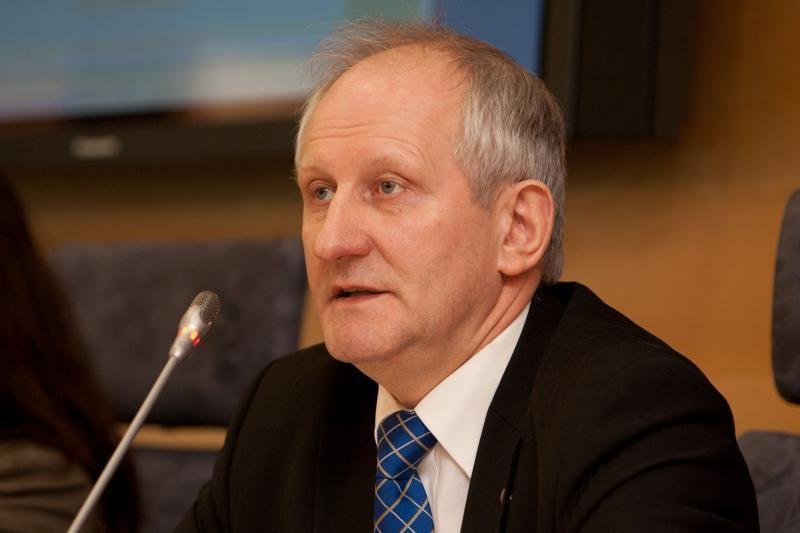 """Seimo kancleris: vienas sutartis nutrauks, su """"Publicum"""" - paliks"""