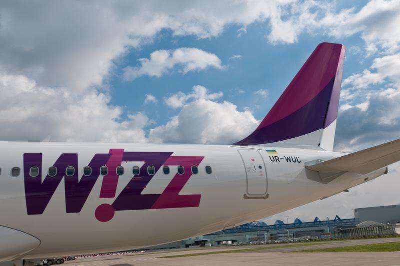"""Vilniuje """"Wizz Air"""" lėktuvas susidūrė su trapu"""