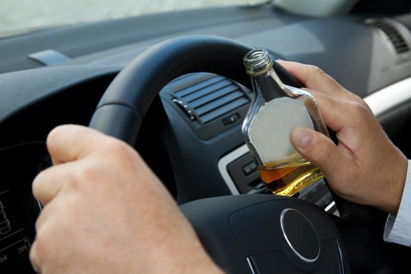Teisės vairuoti netekęs vyras vairavo būdamas 3 promilių girtumo
