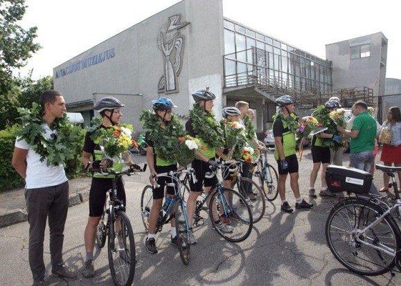 S. Dariaus ir S. Girėno atminimą pagerbę dviratininkai sugrįžo į Kauną