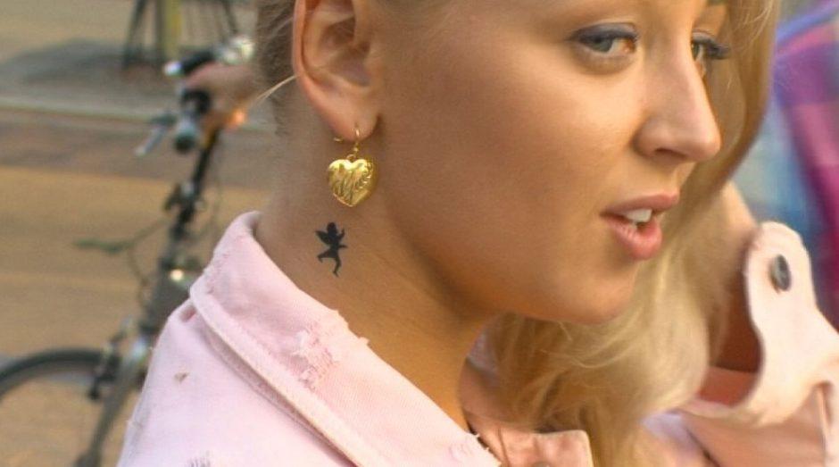 Atostogaudama Palangoje šokėja E. Straleckaitė ryžosi pasidaryti tatuiruotę