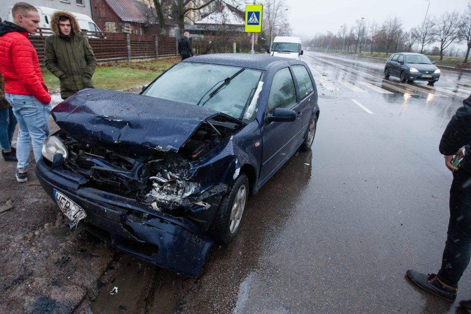 Jonavos gatvėje – dvi avarijos