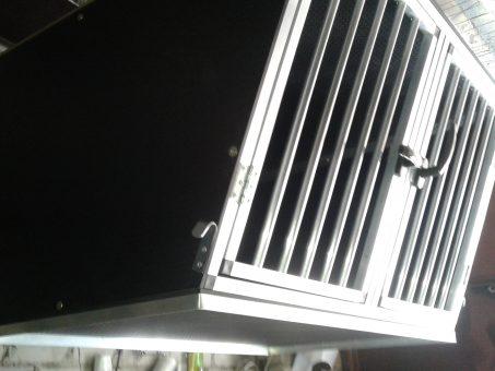 Skelbimas - Narvai šunims automobilyje