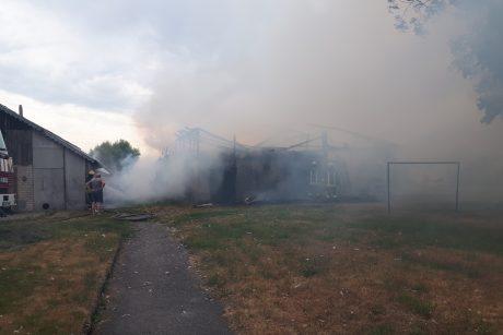 Priekulėje sudegė ūkinis pastatas