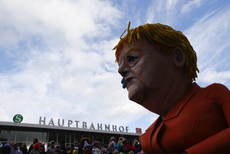 Kelno karnavale – spalvingos kaukės ir politikų lėlės