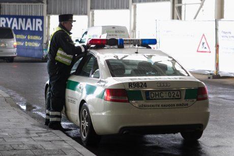 Radviliškyje į iškvietimą vykęs policijos automobilis pateko į avariją
