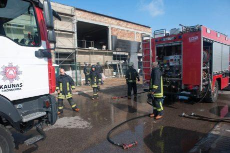 Ugniagesius ant kojų sukėlė gaisras Draugystės gatvėje