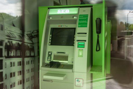 Bankomate kainuoja net žvilgsnis į sąskaitą – beliko, kad bankai apmokestintų orą
