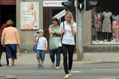 Mobilusis telefonas – didžiausias eismo saugumo priešas