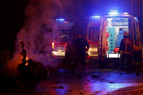 Stambule per du sprogimus sužeista apie 20 žmonių