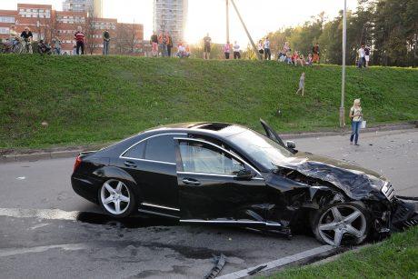 Galingus automobilius renkasi du vairuotojų tipai
