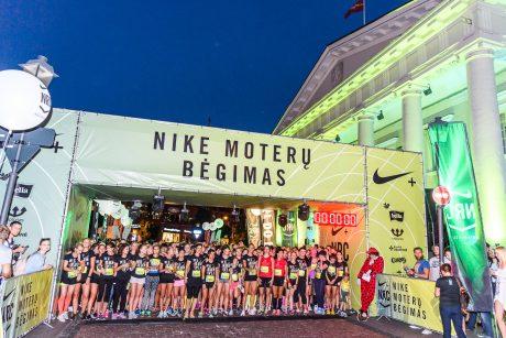 Naktiniame bėgime moterys išlydėjo vasarą