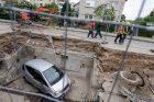 Prancūzų g. į šiluminę trasą įkrito automobilis