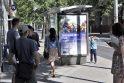 Stebina: klaipėdiečius glumina jau antrą savaitę autobusų stotelėse kabantys, anot jų, homoseksualizmą propaguojantys plakatai.