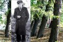 Tragedija: Klaipėdos Skulptūrų parke, už šių medžių, yra užkastas sovietinių saugumiečių nukankintas Lietuvos patriotas V.Šulcas.