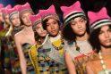 Milano mados savaitėje ‒ rožinės protesto kepuraitės