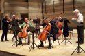 Dirba: Lietuvos valstybinio simfoninio orkestro atstovai ruošiasi kameriniam koncertui Raudondvaryje.