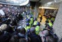 Britų žiniasklaida pasmerkė