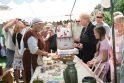 Prezidentė apsipirko žvejo sodyboje
