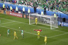 Europos futbolo čempionatas: Šiaurės Airija per krušą įveikė ukrainiečius