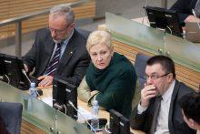 Opozicija Seimo pirmininkei įteiks parašus dėl neeilinės sesijos