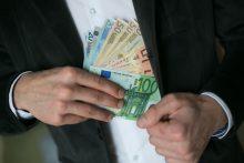 Sukčių grupuotė neteisėtai išgrynino milijonus