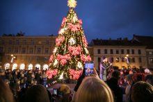 Šurmulys Vilniuje tęsiasi: įžiebta ir antroji eglė