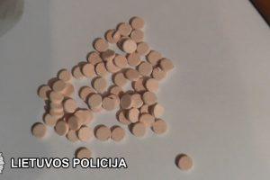 Teismui perduoti keturi narkotikų platinimu įtariami asmenys