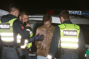 Kaune pareigūnai girtą vairuotoją stabdė šūviais (įvykio liudininko pasakojimas)