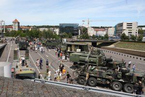 Kaune ir Vilniuje – pratybose dalyvaujančios karo technikos paroda