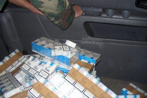 Kontrabandines cigaretes baltarusis slėpė daiktadėžėse