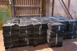 124 tūkst. eurų vertės cigarečių krovinys buvo užmaskuotas trąšomis