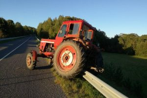 75-erių senolis Klaipėdos rajone nesuvaldė traktoriaus