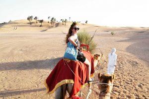 """Dubajus: nuo prašvilpiančių """"Ferrari"""" iki auksinių dykumos miražų"""