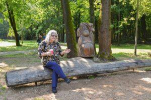 Garsi antropologė B. Galdikas Kaune aplankė savo globojamą ąžuolyną