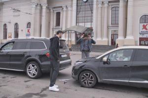 Kodėl į avariją patekę Lavrinovičiai jos kaltininkę gynė nuo vyro?
