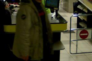 Iš prekybos centro dingo penkios pakuotės kavos (gal atpažįstate šį vyrą?)