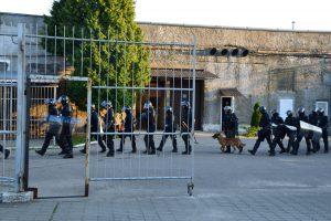Kalėjimų departamente – tyrimas dėl smurto Pravieniškėse neužkardžiusių pareigūnų