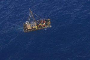 """Plausto """"Kon-Tiki 2"""" įgula 114 dienų išbuvo Ramiajame vandenyne"""