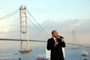 Turkijos prezidentas atidarė grandiozinį tiltą