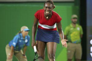 Teniso žvaigždė V. Williams suklupo jau olimpinių varžybų starte