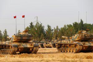 Turkija nusiteikusi rimtai: į Siriją pasiųsta dar daugiau tankų