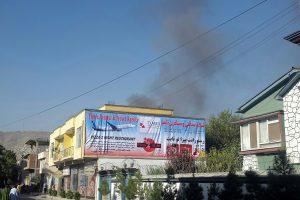 Kabule atakuojama labdaros organizacijos būstinė: žuvo žmogus, užpuolikai nukauti
