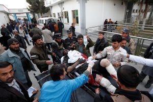Kabule prie parlamento driokstelėjo du sprogimai: žuvo mažiausiai 22 žmonės