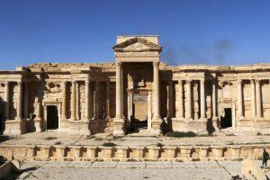 Džihadistai sunaikino dalį Palmyros amfiteatro