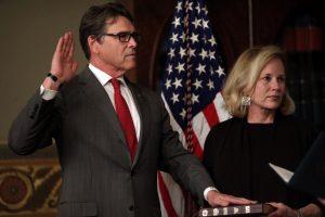 Prisaikdinti nauji JAV administracijos sekretoriai