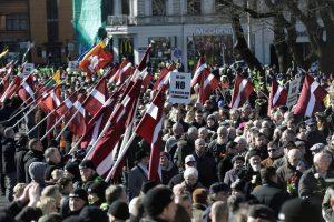 Latvių SS legiono karių atminimo eitynėse dalyvavo apie 2 tūkst. žmonių